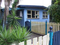 PRIVATE LOCATION - NEXT TO PARK - TRIPLE BAY SHED