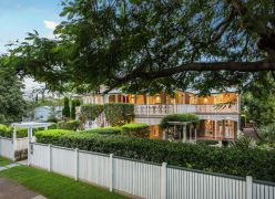 AVONLEIGH CIRCA 1910 - GRAND QUEENSLANDER - 1217M2