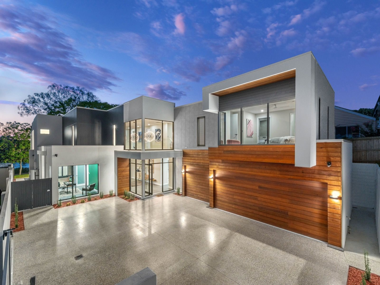 CONTEMPORARY RIVERFRONT MASTERPIECE - 858M2