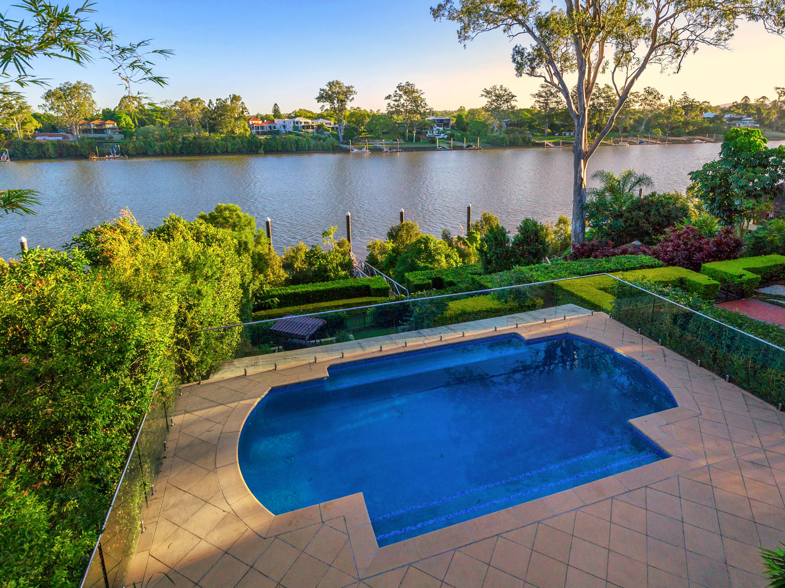 INDOOROOPILLY ABSOLUTE RIVERFRONT-1086M2
