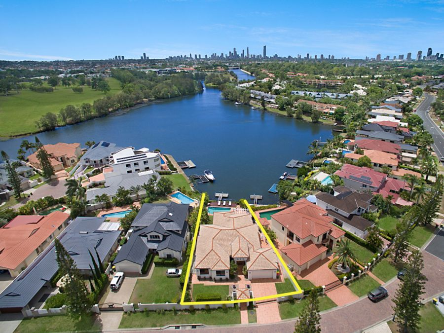 5 St Martin Place, Clear Island Waters, QLD 4226