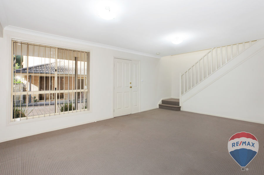 JUST MOVE IN, IDEAL FOR INVESTMENT OR FIRST HOME