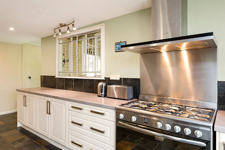 Property in Holland Park - Low $600,000s Buyers