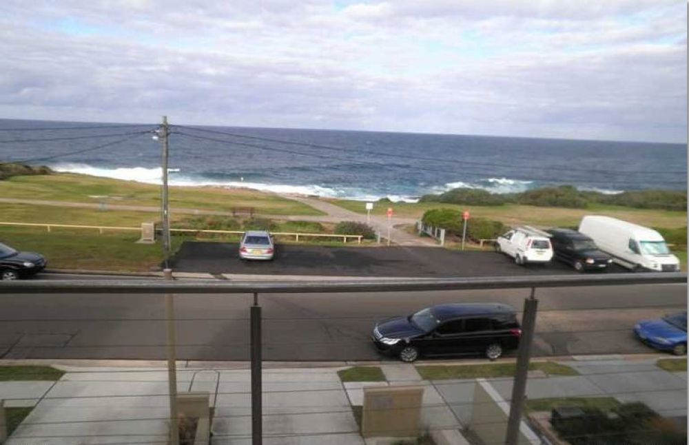 On Thursday 25th of August , I saw the Dual Real Estate Flag at Marine Parade in Maroubra and went in.