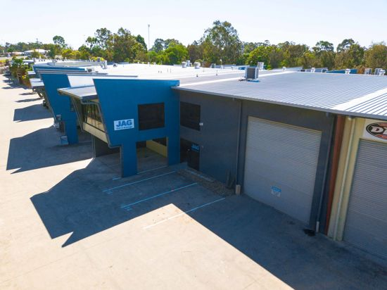 STRATEGICALLY LOCATED MODERN COMMERCIAL UNIT