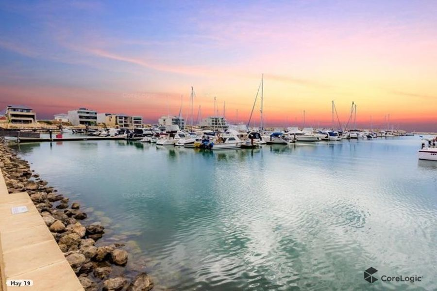 TAKE YOUR PICK, MULTIPLE 1 BEDROOM MARINA FACING APARTMENTS AVAILABLE