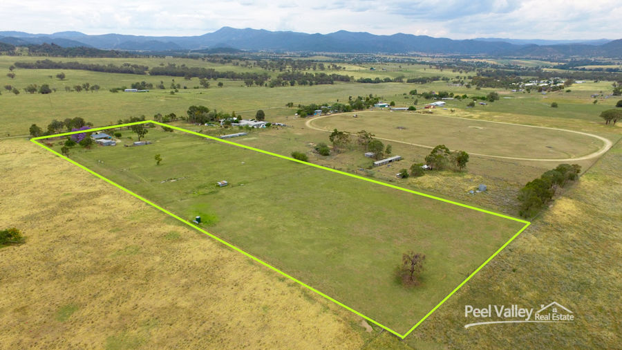 10 ACRES CLOSE TO TOWN
