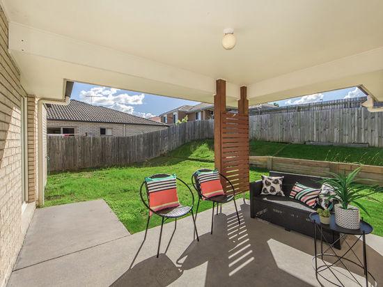 Real Estate in Flinders View