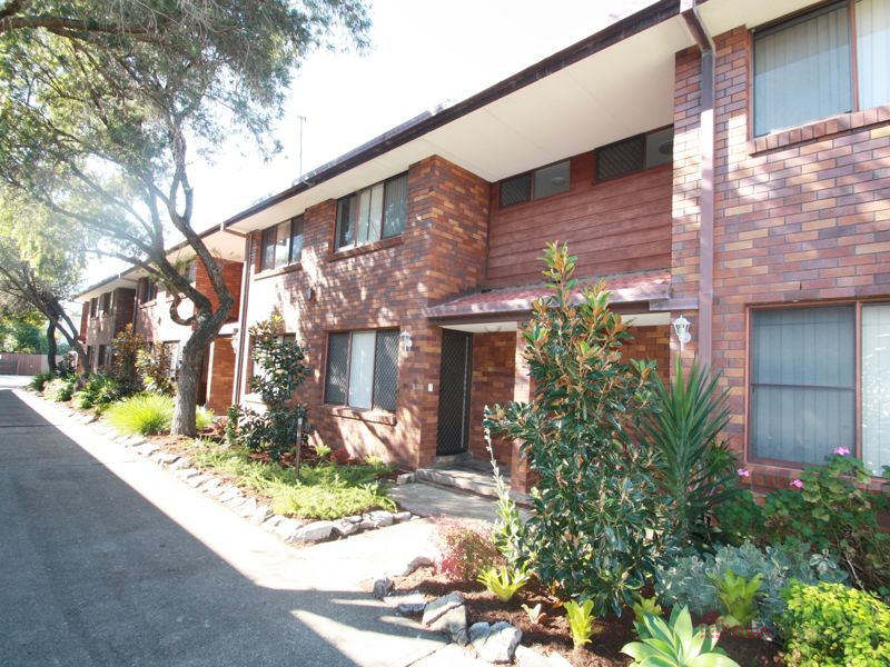 2 BEDROOM TOWNHOUSE IN GATED COMPLEX