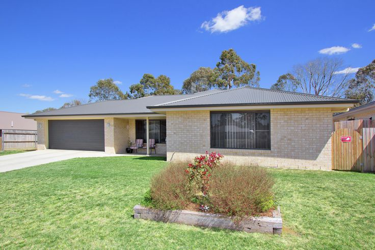 Property in Guyra - NEW PRICE $299,000