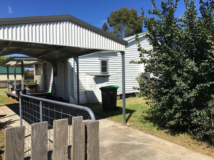 Property in Armidale - $166,000 Great Investmentt 7% plus