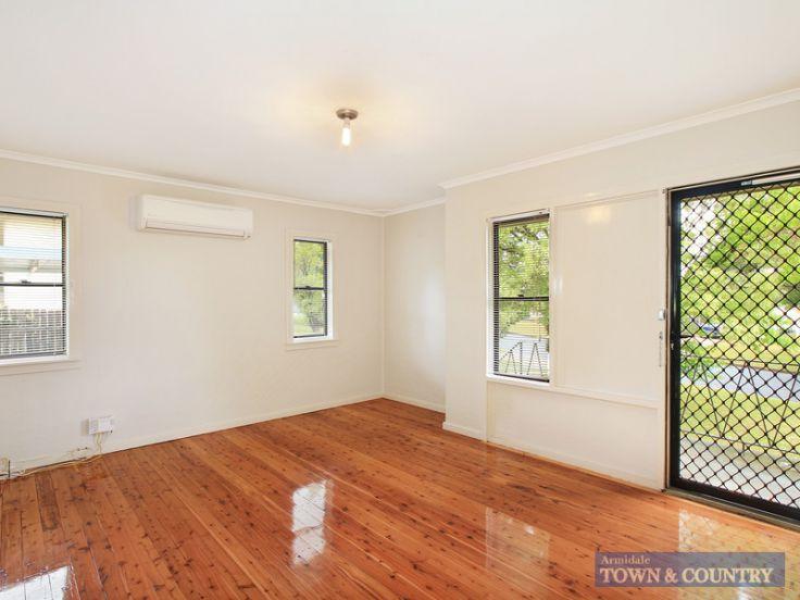3 P G Love Avenue, Armidale, NSW 2350