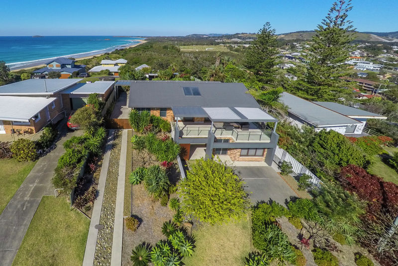 EXQUISITE HOME ON WOOLGOOLGA HEADLAND
