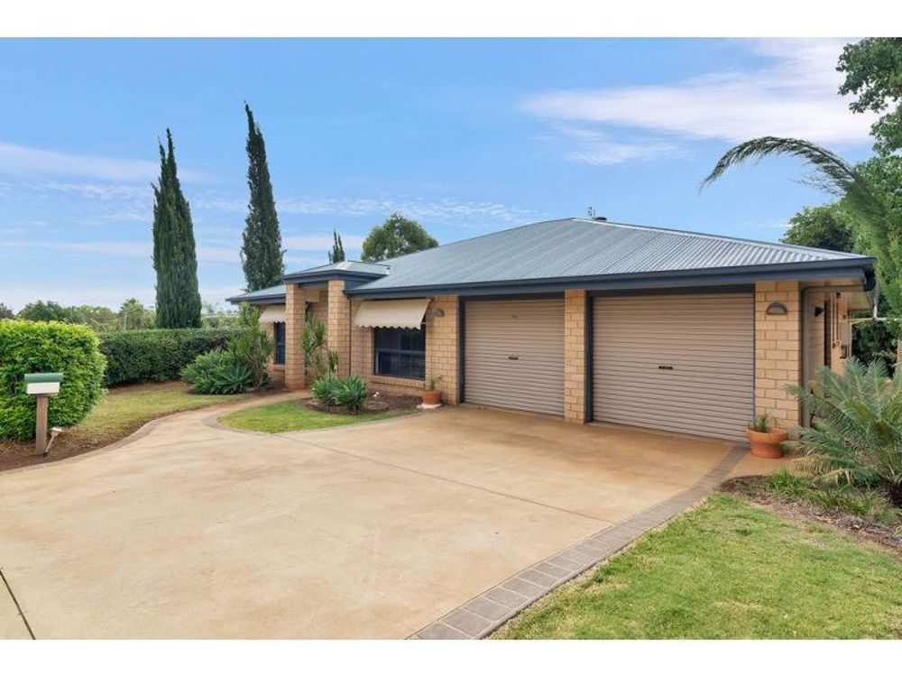 2 Hillcrest Court, Kearneys Spring, QLD 4350