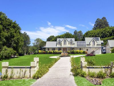 2.5 ACRES OF OUTSTANDING DESIGN, LUXURY AND POSITION