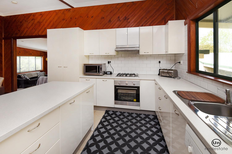 30 Cavanaghs Road, Lowanna - Kitchen