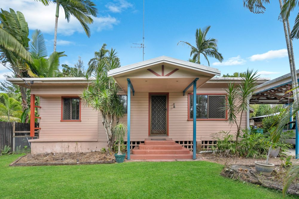 RARE OFFERING - CHARMING COTTAGE STYLED QUEENSLANDER ON 916M2 - PROMINENT ADDRESS