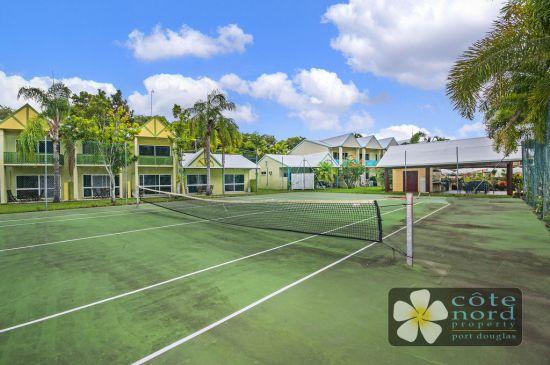 Fullsize tennis court