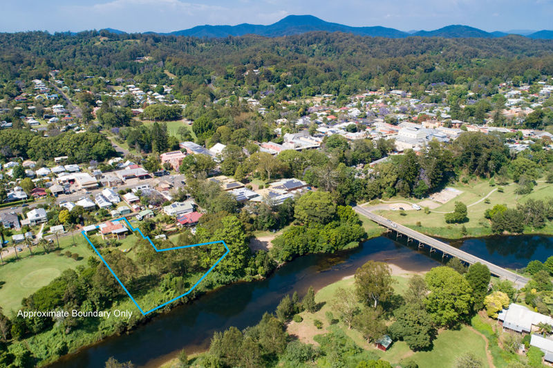 RIVER FRONTAGE SET ON 4469M2  IN THE HEART OF TOWN