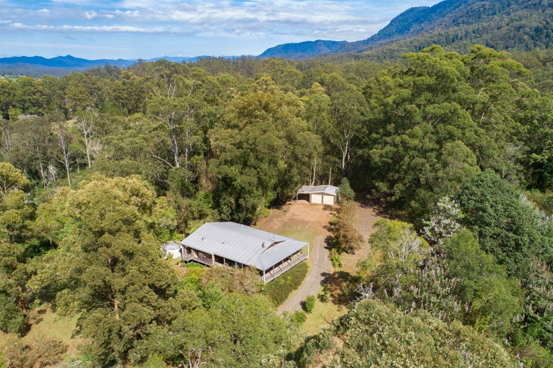 COMFORTABLE COTTAGE, 7.7 ACRES, PRIVATE
