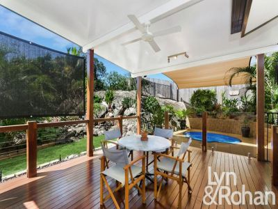 LOW MAINTENANCE MODERN COTTAGE WITH OUTDOOR DECK AND SPA!