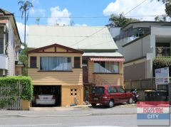 Property in West End - FOR SALE - CONTACT THE EXCLUSIVE AGENT