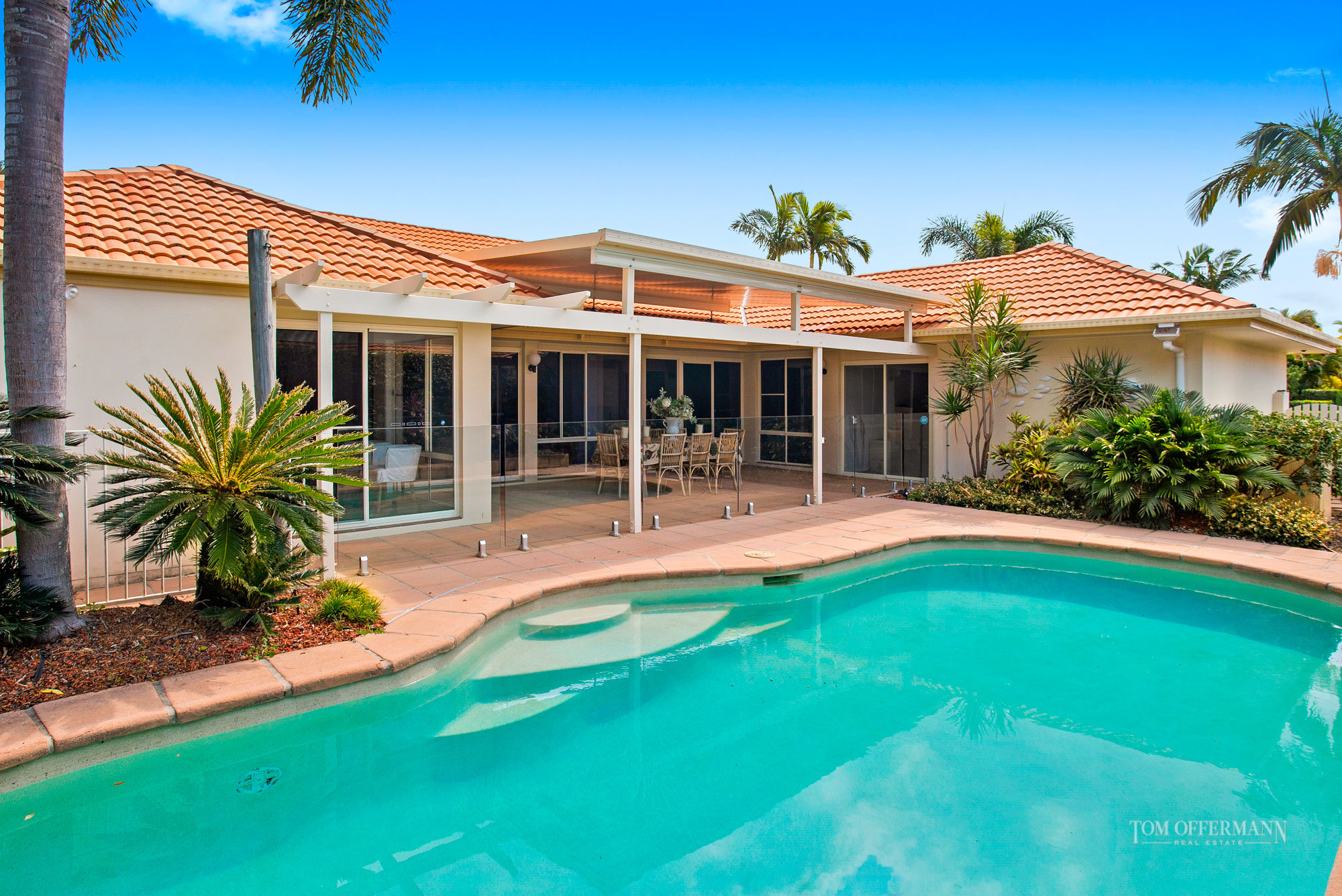 YOUR OPPORTUNITY TO SECURE A STYLISH SINGLE LEVEL HOME JUST MINUTES TO THE NOOSA RIVER